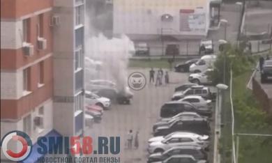 На улице Кижеватова в Пензе задымился ВАЗ