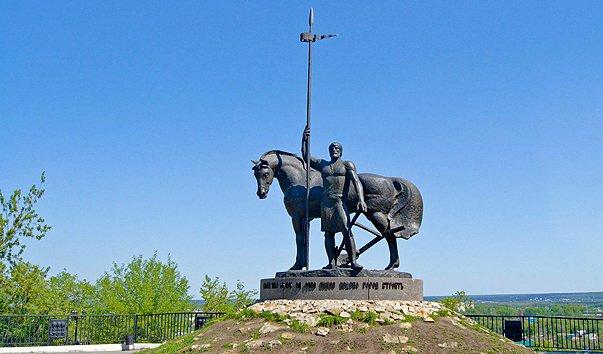 ВПензе решают, что делать сплощадкой у монумента Первопоселенцу