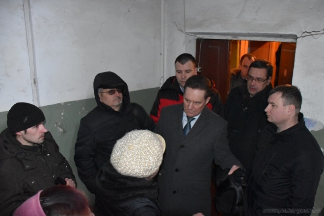 Мэр Пензы встретился сжителями аварийного дома наулице 9Января