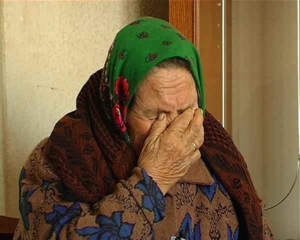 ВБессоновском районе двое преступников вторглись вдом спящей пенсионерки