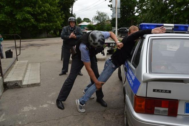 Пьяный грабитель поблагодарил полицейских за то, что они задержали его